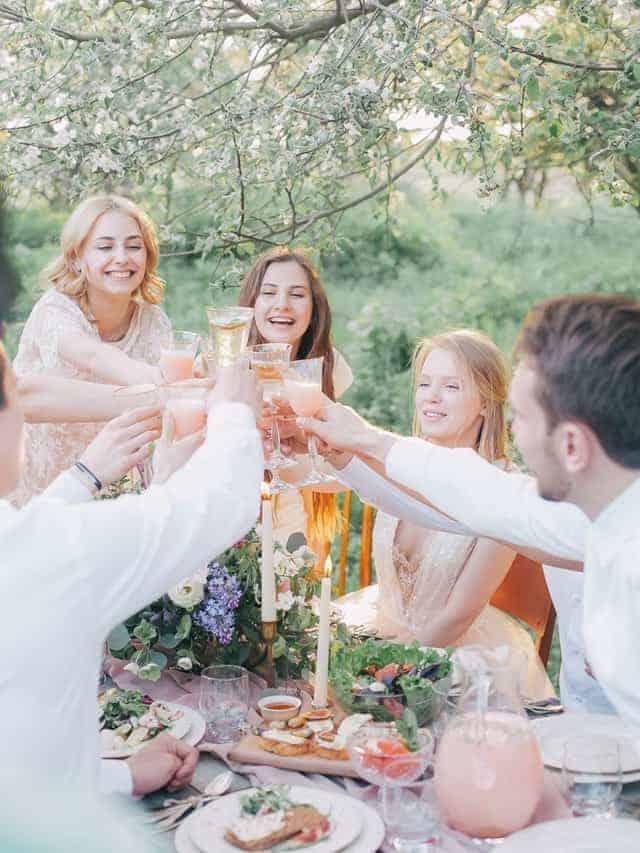 eeea90d9fa2eb1 Kledingtips en inspiratie  Wat trek je aan als je naar een bruiloft ...